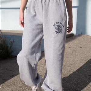 Looking for these brandy Melville sweatpants 🤍